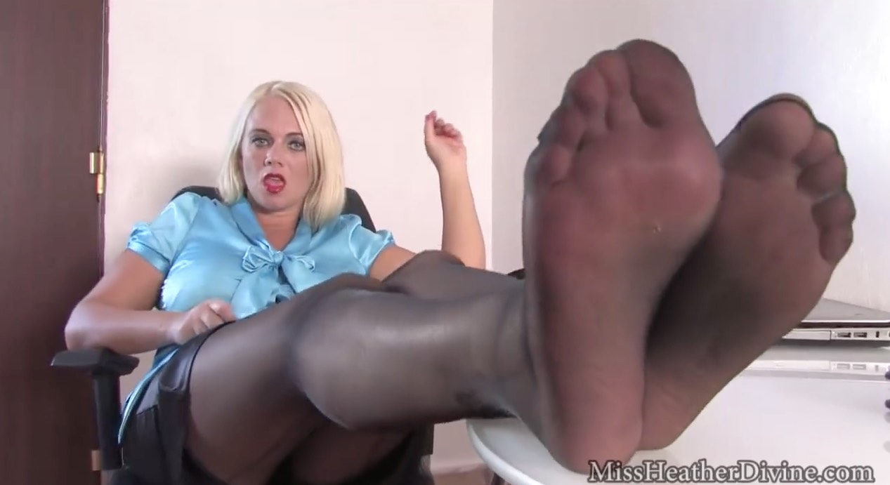 Heather Divine in Sheer Pantyhose