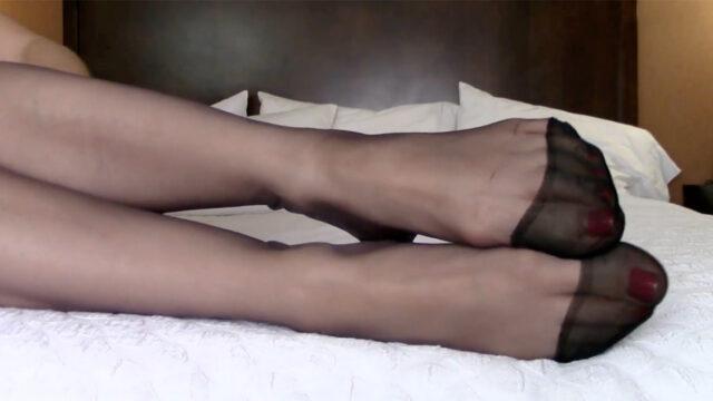 Sexy Nyloned MILF