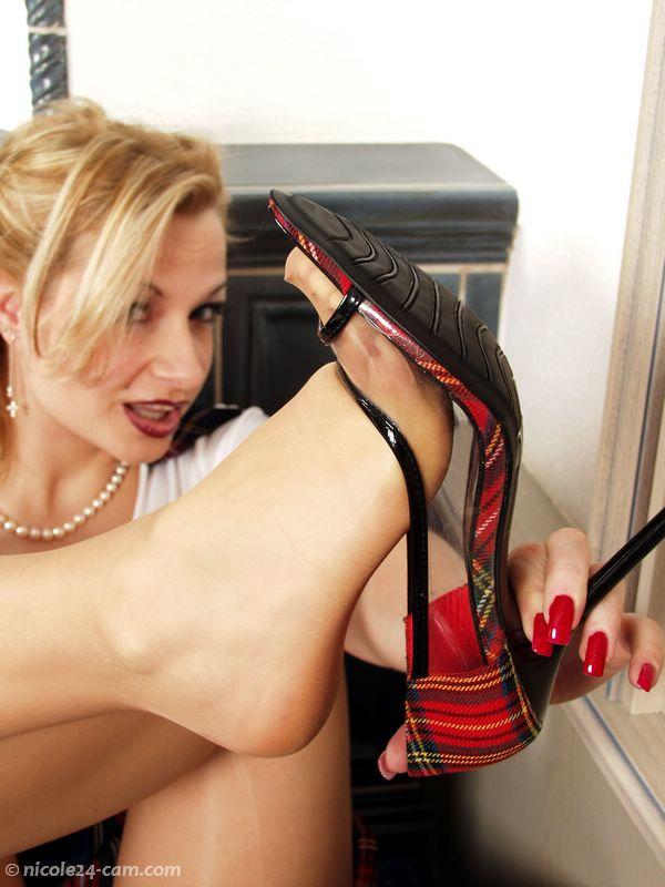 Nicole24 Shoejob: 942