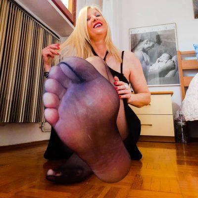 Francy's Pantyhosed Feet